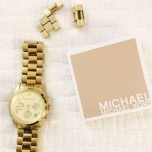 Michael Kors Mid-Size Runway MK5055 Wrist Watch